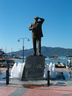 Denkmal - Atatürk Denkmal