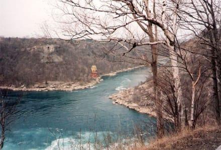Fluß von den Wasserfällen kommend - Niagarafälle / American Falls
