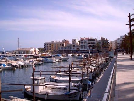 Der Hafen von Cala Bona - Hafen Cala Bona