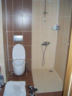 bad ohne trennwand zur dusche bild saphir hotel in alanya konakli t rkische riviera t rkei. Black Bedroom Furniture Sets. Home Design Ideas