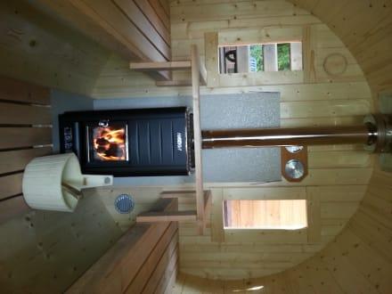 holzfass sauna mit naturholzbefeuerung bild vitalhotel k nig in bad mergentheim baden. Black Bedroom Furniture Sets. Home Design Ideas
