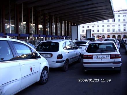Taxis am BF Termini - Bahnhof Termini