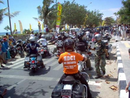 Rosenmontagzug Bali - Straßenumzug in Kuta