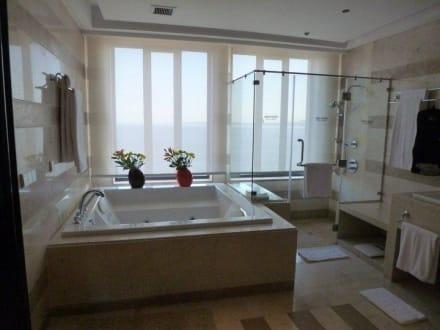 whirlpool im badezimmer bild hotel reef oasis blue bay. Black Bedroom Furniture Sets. Home Design Ideas