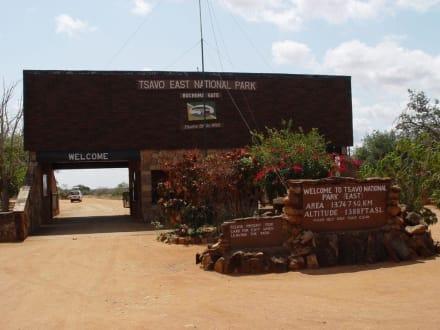 Eingang zum Tsavo Ost - Tsavo Ost Nationalpark