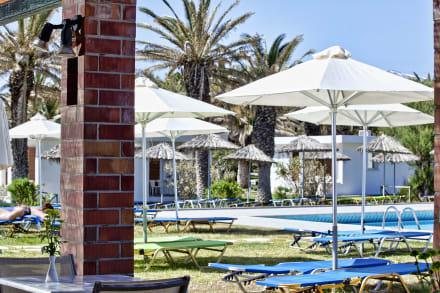 Pool Bar-Restaurant. -
