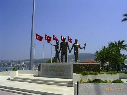Kemal Mustafa Atatürk - Strandpromenade Kusadasi