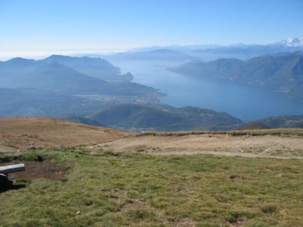 Blick auf den Lago Maggiore / Luino - Monte Lema