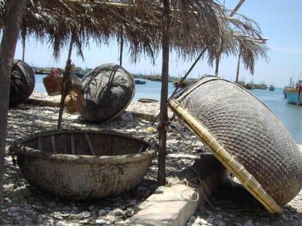 Muschelfischer am Hafen von Mui Ne - Fischereihafen Mui Ne
