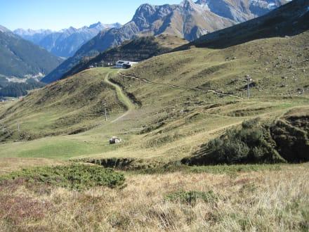 Weg zur Bergstation Steffisalp (1884 m) - Skilift Steffisalp Express