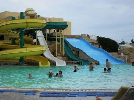 Infos sur piscine avec toboggan a lyon arts et voyages for Piscine lyon