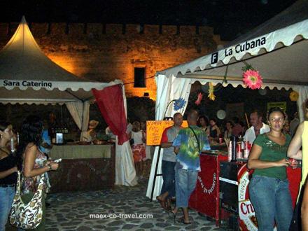 viele nette Marktstände - Castillo Sohail