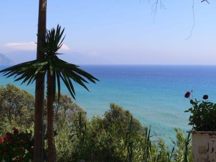 Blick von der Taverne Bella Vista - Strand Mirtiotissa