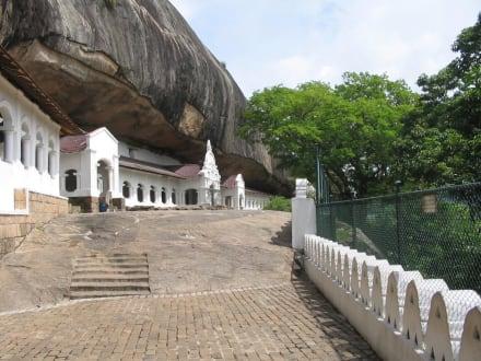 Mit der hand in den Fels geschlagen - Höhlentempel Dambulla