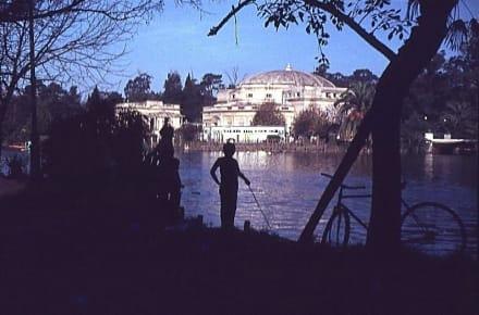 Der junge Angler am See - La Plata