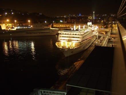 Hotel Grand Marina, Blick von der Dachterrasse - Hafen Barcelona
