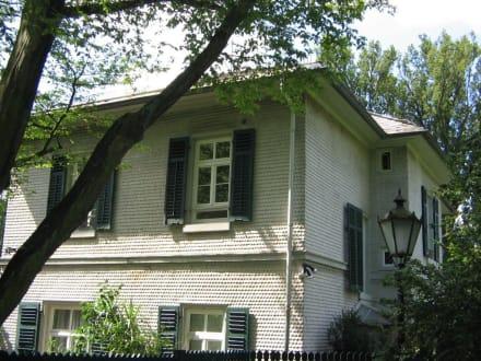 Ein Haus im Park Rosenhöhe 1 - Rosenhöhe Park