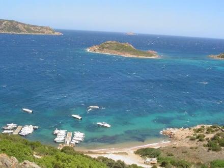 Aussicht von einem Berg nahe San Teodoro - Strand San Teodoro