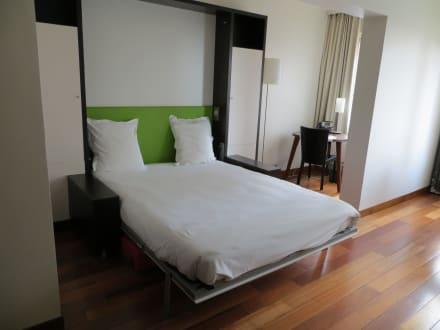 klappbares bett bild adagio city aparthotel tour eiffel in paris gro raum paris frankreich. Black Bedroom Furniture Sets. Home Design Ideas