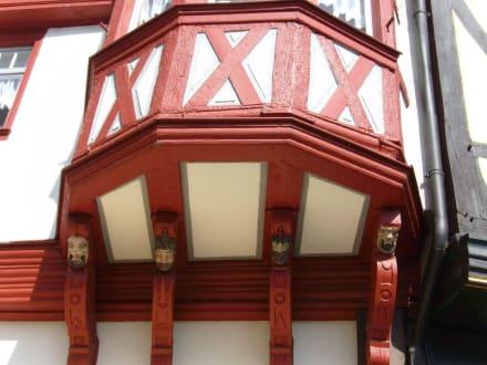 Fachwerk-Balkon am Kornmarkt - Stadtführung Limburg