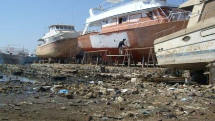 Die letze Rettung - Bootswerft Hurghada