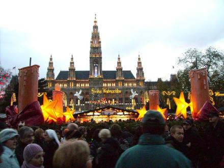 Christkindlmarkt am Rathausplatz - Rathaus