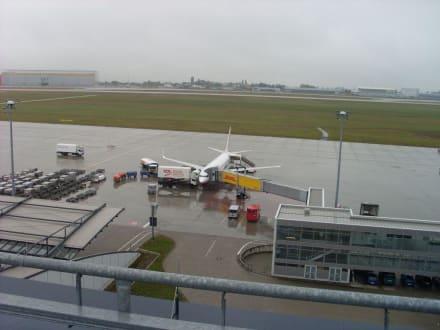 Flughafen Leipzig - Flughafen Leipzig/Halle (LEJ)