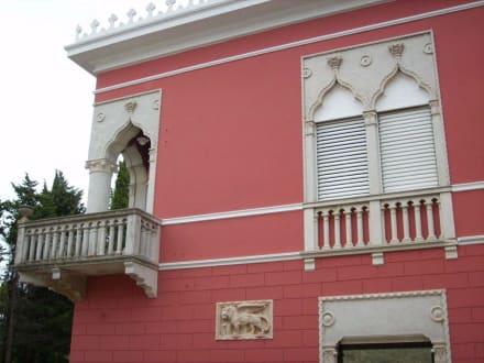 Rigo-Palast Fassade - Altstadt Novigrad