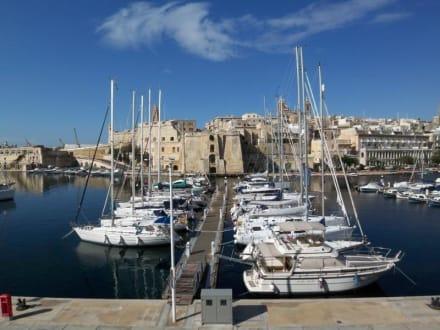Blick auf den Dockyard Creek und die Stadt Senglea - Yachthafen Vittoriosa
