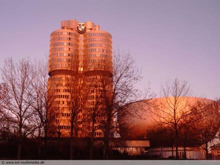 Vierzylinder - BMW Turm