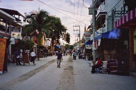 Einkaufsmeile und Fußgängerzone - Einkaufen & Shopping