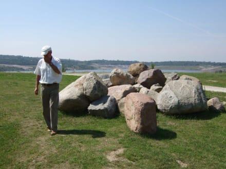 Die Steine wurden hier ausgegraben - Geiseltalsee