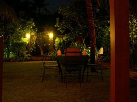 "Im Garten des ""Apa Kabar"" - Restaurant Apa Kabar"