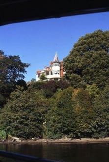 Ein imposantes Wohnhaus am Ufer - Waitomo River