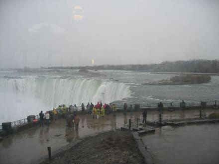 Und das bei 2 Grad Aussentemperatur - Niagarafälle / Horseshoe Falls