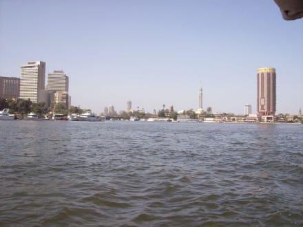 Weit in der Ferne Sharia.elTahrir - Bootstour auf dem Nil