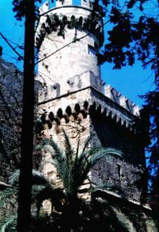 Ein Wehrturm der Festung - Großmeisterpalast