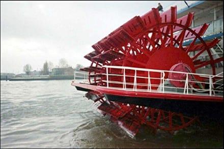 Das Rad von einem Louisiana Schiff - Hafen Hamburg