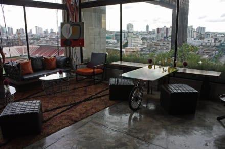 Stylische einrichtung im lobby bar bereich bild hotel for Stylische hotels