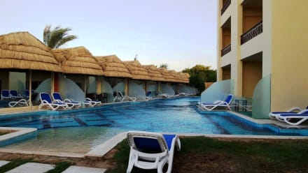 New quite pool with pool bungalows -
