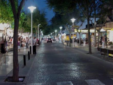 Ville/Localité - Le centre commercial Paguera