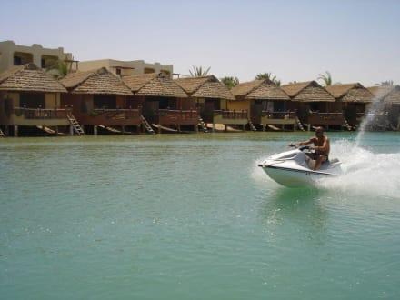 wohnhäuser - Lagunenfahrt durch El Gouna