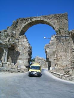 Denkmal - Ruinen Side