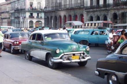Gegenüber dem Capitol - Altstadt Havanna