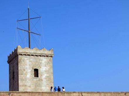 Der Turm und seine vielen Besucher - Castell de Montjuïc