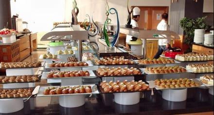 Erste Seite der Süßigkeiten - Hotel Narcia Resort Side