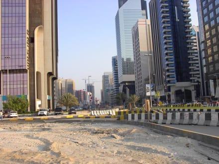 Angefangen und nicht beendet - Skyline Abu Dhabi