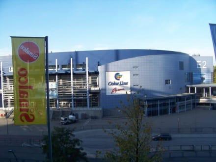 Blick aufs Nachbargebäude - Volksparkstadion