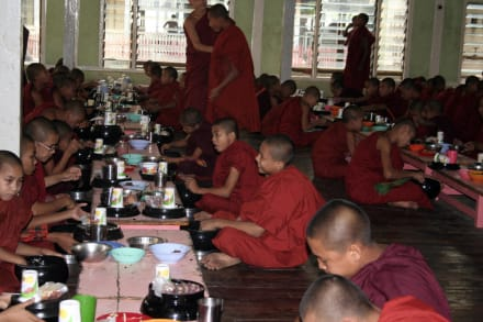 Mönche - Shwedagon Pagode