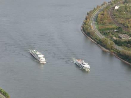 Rheinschleife bei Boppard: weiße Flotte - Vierseenblick